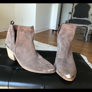 Great condition Jeffrey Campbell Cromwell booties